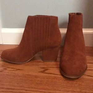 Chestnut brown Steve Madden booties